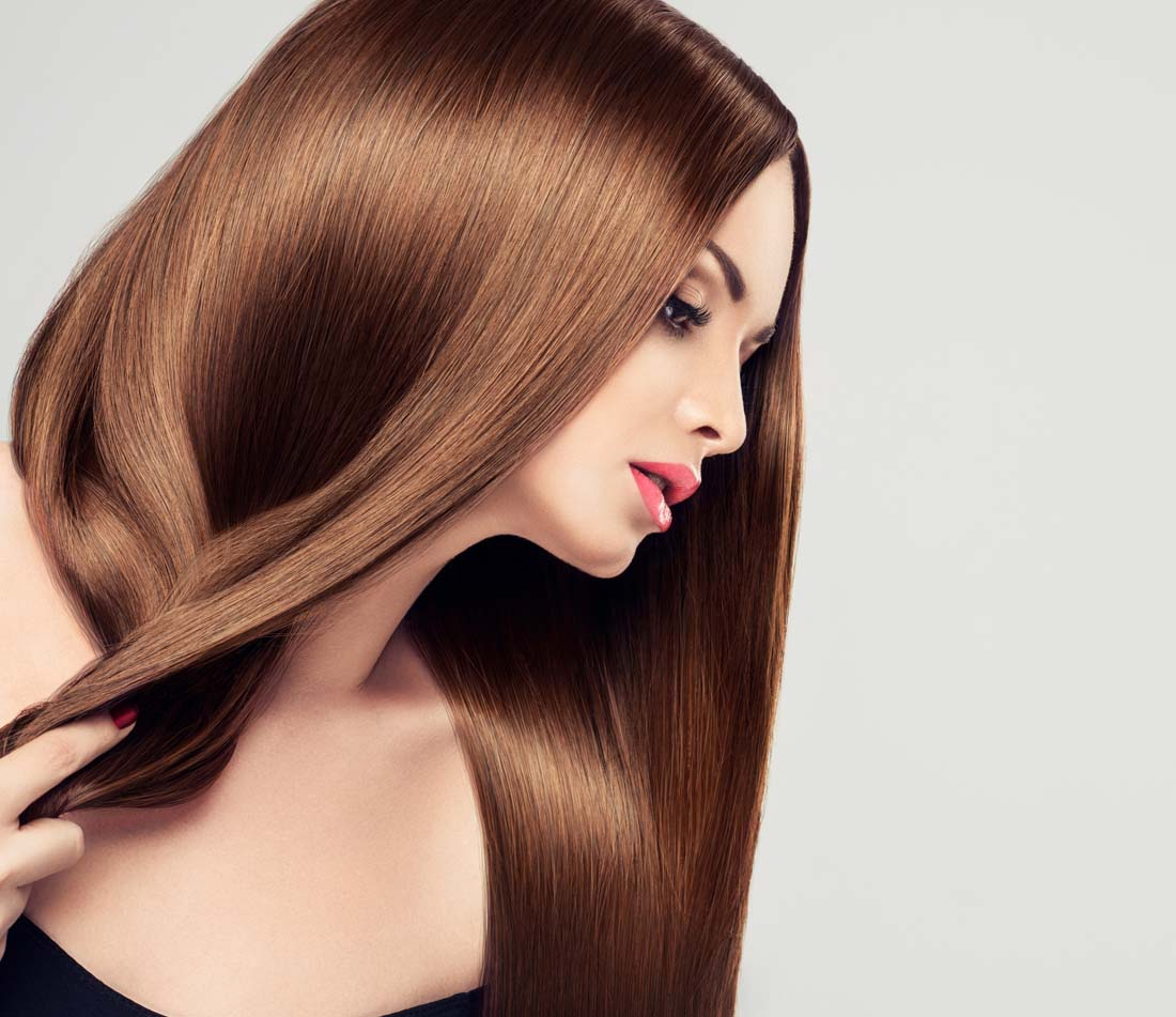 要涂在距离发根5厘米的发干上,而后用保鲜膜或者浴帽将头发包裹起来图片